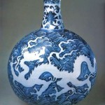 Blue-and-white porcelain flat vase with dragon pattern of Ming Dynasty