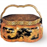 Portable lacquer hand-warmer with landscape patterns traced in gold from the Qing Dynasty, collected in the Palace Museum.